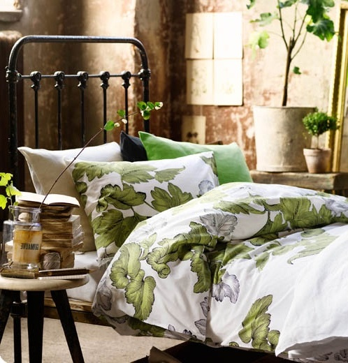 exciting-spring-inspired-bedrooms-white-bed-cover-pillow-green-flowers-patterns