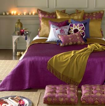 cojines en púrpura, dorado, azul, blanco,...