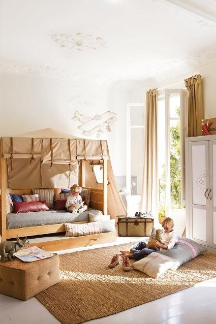 blanco para las paredes y beige, gris y otros tonos tierra como el café para el resto de la decoración.