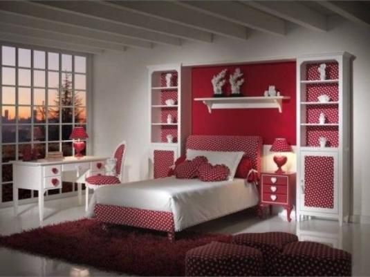 dormitorio femenino en granate y blanco