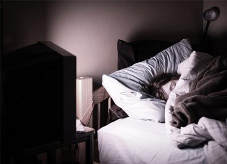 consecuencias de dormir con luz