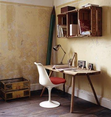 escritorio y estanterías estilo hipster