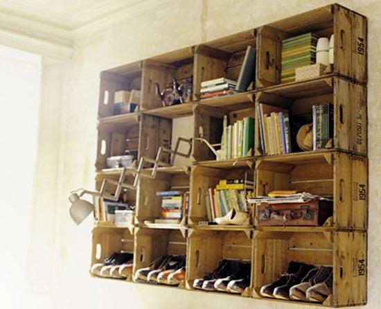 Estantería con cajas de madera recicladas