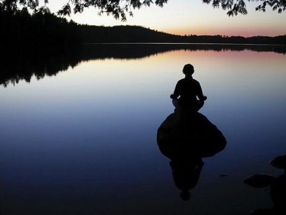 Medita. Fuente: http://movimientoeresloquecomes.wordpress.com