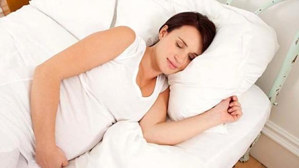Dormir sobre el lado izquierdo si estas embarazada. Fuente: www.inspirulina.com