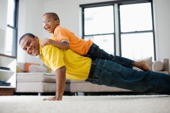 Deporte con hijos. Fuente: img.trendenciashombre.com