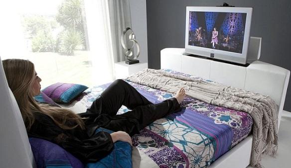 Televisión en el dormitorio. Fuente: https://www.euronics.es