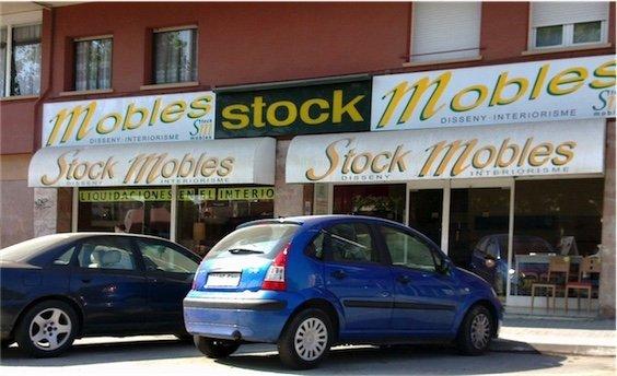 Fachada stock-mobles-colchones-badalona